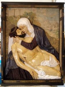 238 GÓRA KALWARIA XVI w płaskorzeźby Pieta 3